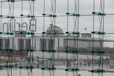 Blick vom Hauptbahnhof zum Reichstag.