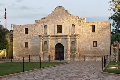 Die Missionsstation Alamo ist die Hauptattraktion in San Antonio. Hier fand 1836 eine Schlacht um die Unabhängigkeit der Texaner von Mexiko statt. Eine Hnadvoll Texaner gegen tausende Mexikaner. Das konnte nicht gutgehen...