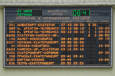 Unser Zug ist der mit der Nummer 44, Abfahrt um 09:10. Moskauer Zeit!