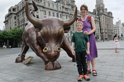 Dieser Bulle stammt vom gleichen Künstler wie der von der Wallstreet.