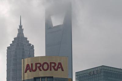 Es war so diesig, dass die höchsten Gebäude  in den Wolken waren.