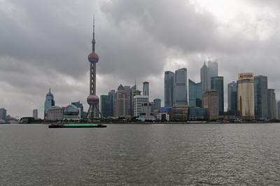 Am Fluss in Schanghai kan man toll flanieren. Leider ist es auch hier recht diesig.