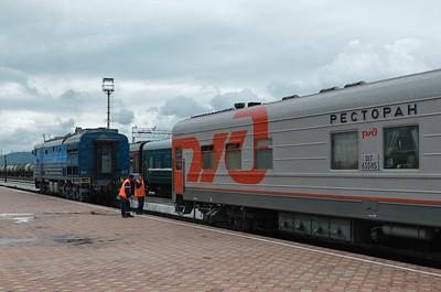 Wir bekommen mal wieder eine neue Lok. Dieses Mal eine Diesellok. Die Strecke nach Peking durch die Mongolei ist nicht elektrifiziert.