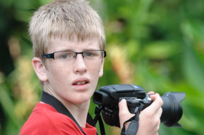 Oskar wollte die Hornbills auch fotographieren, aber seine Kamera hatte leider eine zu kurze Brennweite.