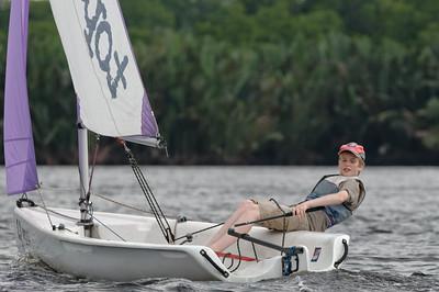 Nach einer halben Stunde fühlte Oskar sich richtig wohl im Boot und hatte viel Spass. Schade, dass er in Norwegen nicht Segeln will. Keine Krokodile aber zu kalt.