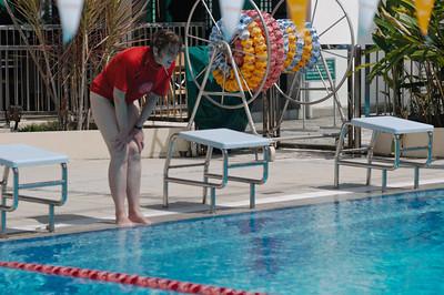 Das rote T-Shirt hat Helga als Swimming Instructor für die Panaga Schule bekommen.
