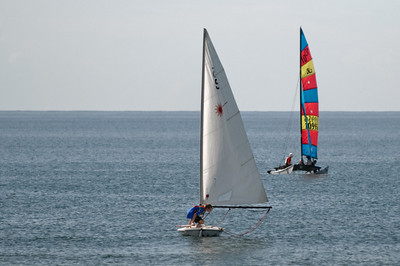 Am Sonntag waren helga und Bernd mit den Katamaranen auf dem Meer. Oskar nahm sich einen Laser. Ulmar und ein Freund von Oskar waren Vorschooter für Helga. Bernd hat Richard angelernt.