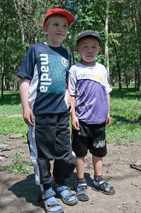 Beide sind 7 Jahre alt aber der Mongole ist sehr zierlich im Vergleich zu Richard.