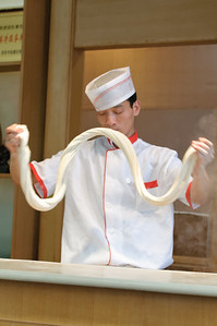 So macht man chinesische Nudeln.