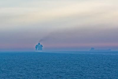 Auf der Ostsee ist mehr lost als auf dem Nordatlantik. Auf der QM2 haben wir in 6 Tagen nur ein Schiff gesehen.