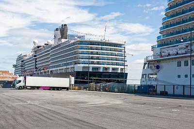 Die Eurodam liegt im Nordhafen von Kopenhagen. Etwas weit ab vom Schuss. Aber da ist genug Platz für die Abfertigung beim Einschiffen.