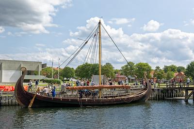 Dieses Schiff kam von den Wikingern aus Norwegen auf Besuch nach Roskilde.