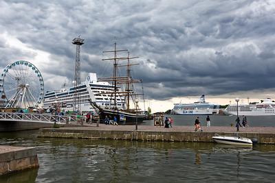 Es waren midenstens 6 Kreuzfahrtschiffe und zwei Fähren im Hafen! Wir waren leider etwas ausserhalb der Stadt.