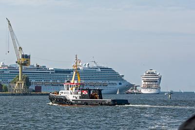 In Warnemünde können maximal drei Kreuzfahrtschiffe liegen. Der Rest muss nach Rostock. So wie unsere Eurodam.