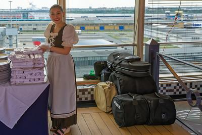 Die Kellner aus Indonesien waren heute mal bayrisch gekleidet.
