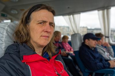 Stattdessen sind wir mit einem fliegenden Boot (Hydrofoil) zum Petershof geflogen.