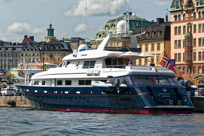 Eine Superyacht aus Stavanger im Hafen von Stockholm.