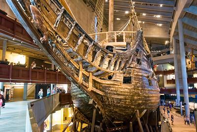 Die Vasa war über 300 jahre unter Wasser. Sie ist schon nach 25 Minuten auf der ersten Fahrt gesunken.