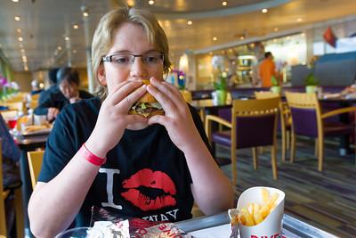 Da die meisten Reisenden auf der Eurodam aus den USA kommen, gibt es natürlich ein Burgerrestaurant.
