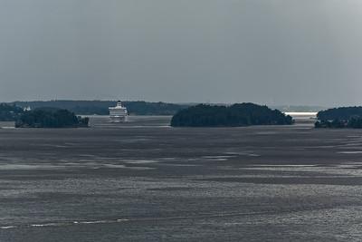 In den Schären waren viele Kreuzfahrtschiffe unterwegs.