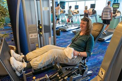 Bernd ist jeden Morgen im Gym. Helga manchmal am Nachmittag.