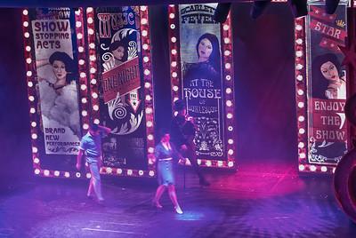 Zum Abschluss des Abends gab es noch eine Show auf der Hauptbühne . Toll, was die hier auf die Beine stellen!