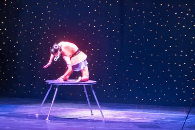 Um 1500 hatte dann der Zauberer zusammen mit einer Akrobatin einen Auftritt.