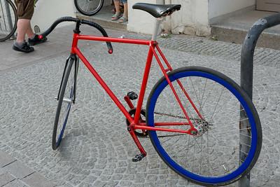Cooles Fahrrad.Baujahr Ende der Siebziger, keine Bremsen und keinen Freilauf. Eigentlich für Rennen auf der Bahn gebaut.