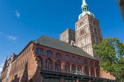 Der Marktplatz in Stralsund ist auch sehenswert.