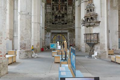 Auch in Stralsund sind einige Kirchen umfunktioniert. In dzieser zum Beispiel gibt es eine Ausstellung zum Thema Umwelt.