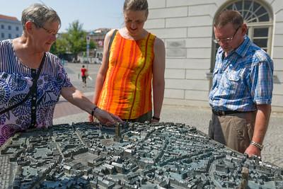 An diesem Modell erklärten und Einheimische die Stadt.