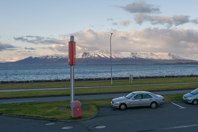 Wir sind um 1435 in Stavanger abgeflogen und um 1440 in Reykjavik angekommen. Die Zeitverschiebung ist zwei Stunden.