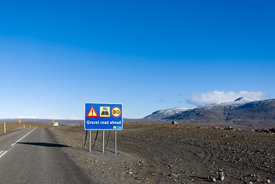Diese Strasse führt vom Gullfoss über die Hochebene Kjölur an die Nordseite von Island. Kurz nach Gullfoss beginnt die Schotterstrecke und mit normalen Autos darf man hier nicht weiter. Nächstes Jahr möchte Bernd diese Strasse mit Oskar und vielleicht Ludwig mit dem Fahrrad fahren.