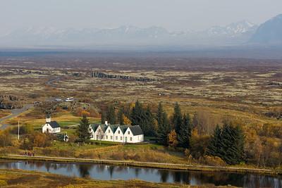 In Pingvillir kommt der Mittelantlantische Rücken zu Tage. Ausserdem traf sich hier das erste isländische Parlament.
