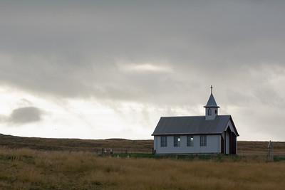 Überall in der Landschaft stehen Kirchen.
