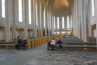 Innen ist die Kirche sehr schlicht.