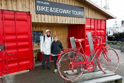 Bernd wollte sich nach Fahrrädern zum leihen erkundigen. Für eine Radtour im nächsten Sommer.
