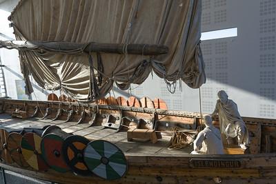 Mit diesem Wikingerschiff ist ein Isländer im Jahre 2000 nach New York gesegelt.
