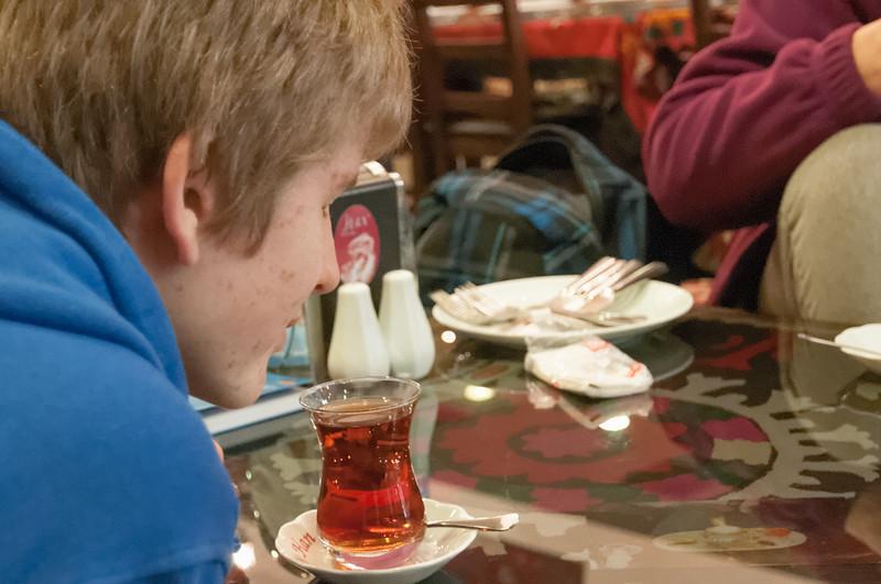 Oskar ist jett Teetrinker geworden.