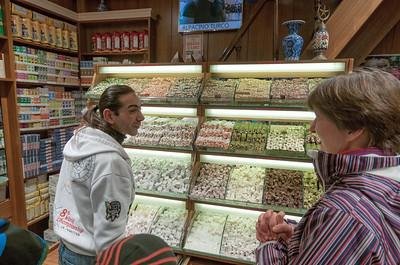 Und dann waren wir noch im Gewürzmarkt. In diesem Laden haben wir Gewürze und türkischen Honig eingekauft.