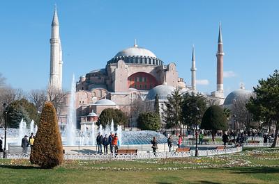 Die Hagia Sophia ist jetzt ein Museum. Die werden wir erst Ende der Woche besichtigen, wenn das Wetter schlechter wird.