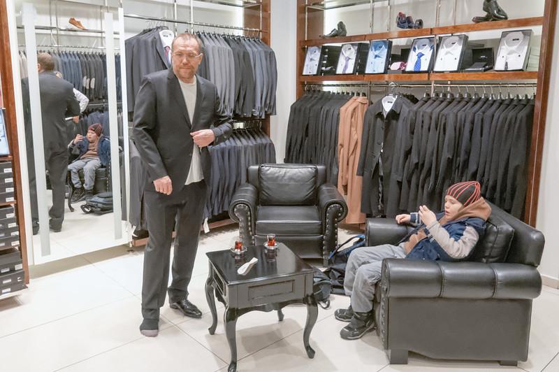 Man glaubt es kaum, nach 50 Jahren kauft Bernd sich um ersten mal was vernünftiges um Anziehen. Renate hätte sich gefreut!