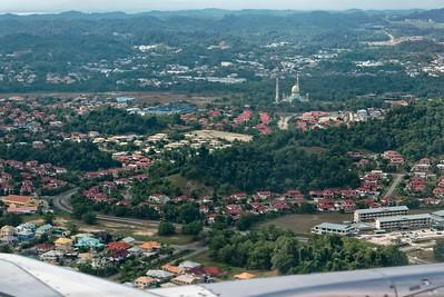 Kurz vor der Landung in Brunei. Ich hatte gehofft, den Palast zu sehen, aber vielleicht klappt das beim Rückflug.
