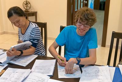 Jakob bereitet sich auf seine Abschlussprüfung vor.