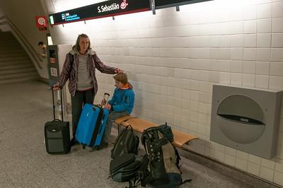 Dann gings zurück zum Flughafen. Die Metro war direkt vorm Hotell und die Fahrt war nur 1.25Euro pro Person!