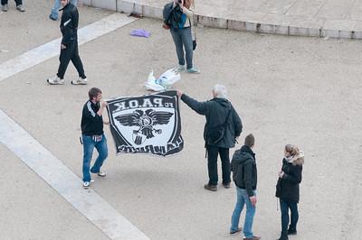 Die Anhänger von Saloniki warten auf das Europapokalspiel gegen Benfica. Viele schienen aus Deutschland zu kommen (Stuttgart und Troisheim)