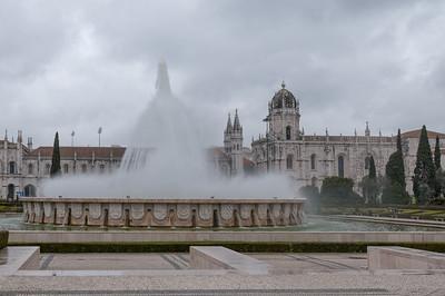 Wasserspiele in Belem, einem Stadtteil von Lissabon.