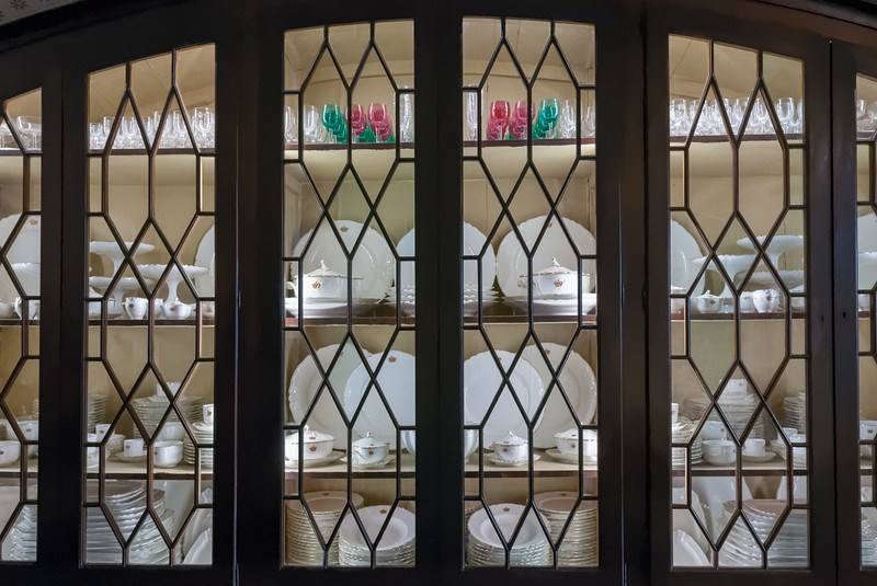 Der Schrank mit dem königlichen Geschirr.