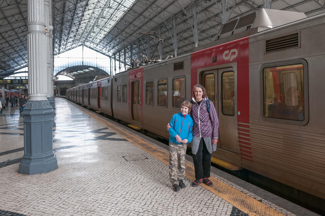 Abfajrt nach Sintra mit dem Zug. Die Fahrt dauert etwa 40 Minuten.