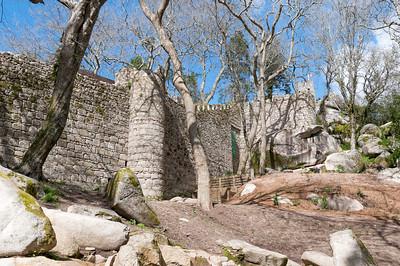 Oben auf dem Berg stehen die Reste der maurischen Burg.